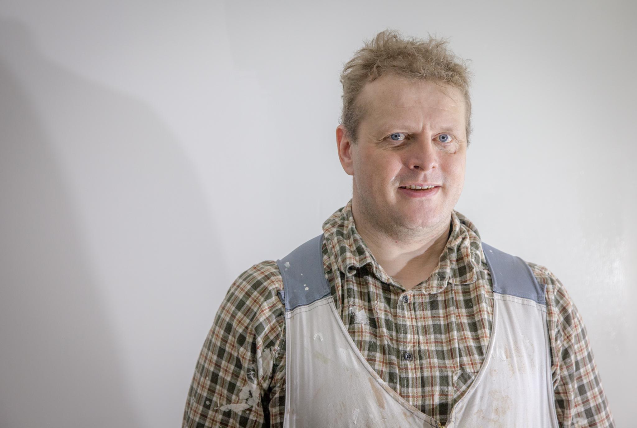 Rakennusmaalarille talvi on sisätöiden aikaa. Jukka Enbuska tammikuisella työmaallaan Saukkoriipissä.